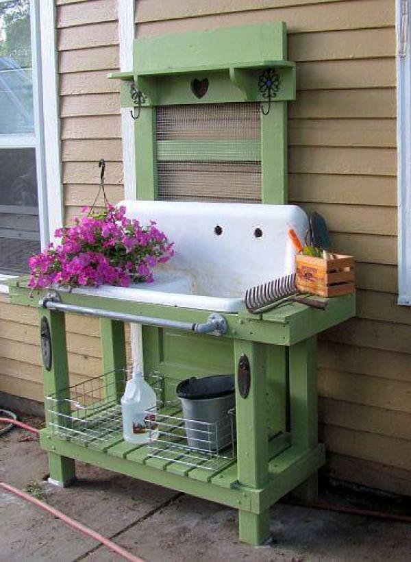 DIY outdoor potting bench