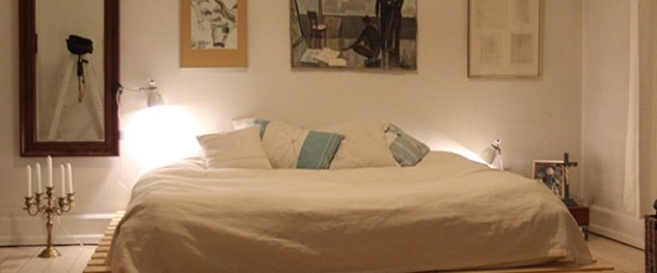 how to make a pallet bed with side lamp