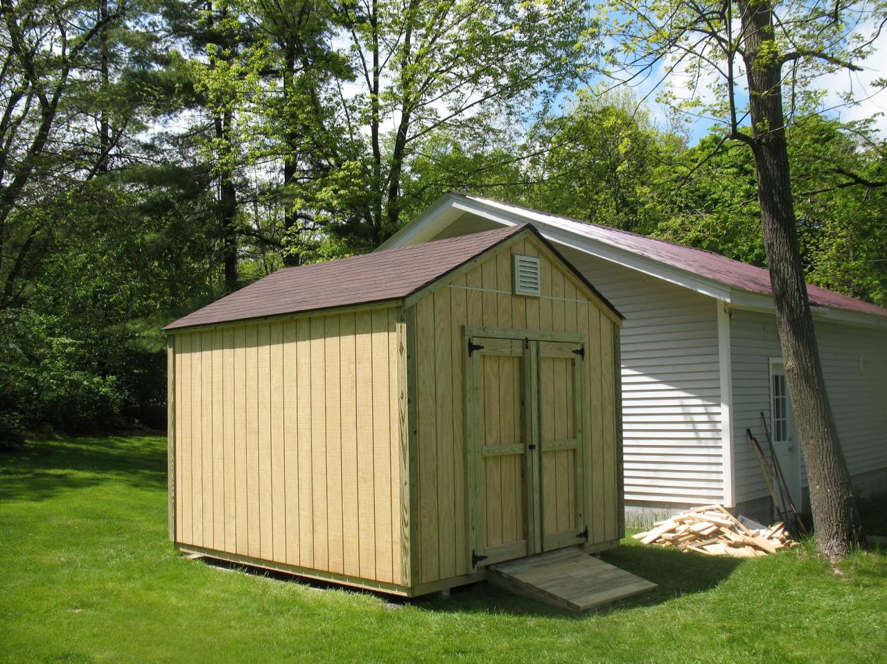 Easy wooden shed out of pallets easy diy and crafts for Simple garden shed designs