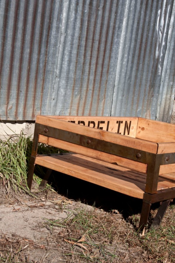 recycling pallets into rustic dog bed