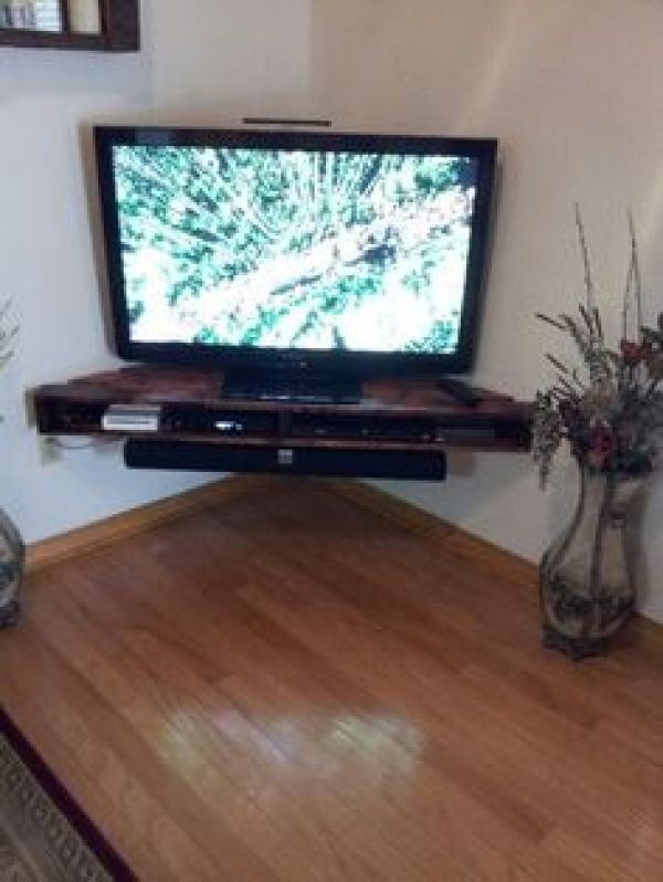 EASY PALLET TV STAND