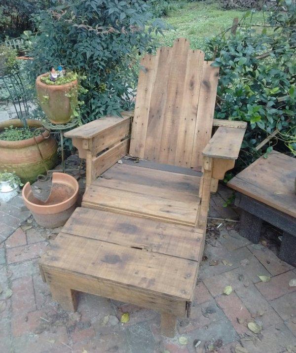 Easy DIY backyard furniture