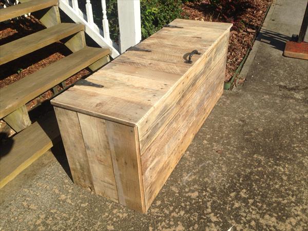 Homemade pallet storage trunk