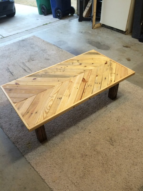Easy DIY pallet coffee table