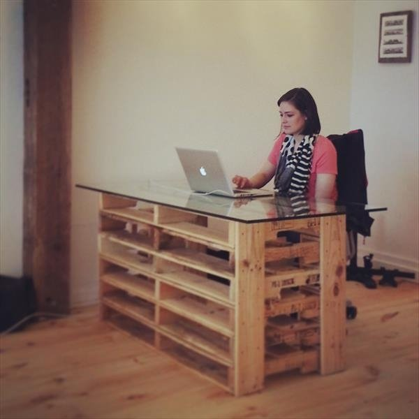 desk out of reclaimed pallets