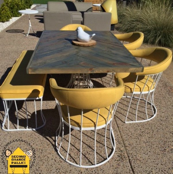 DIY reclaimed pallet table