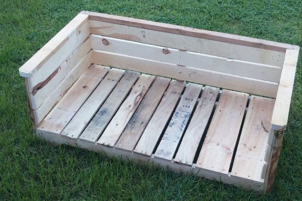 BUILD DOG BED OUT OF PALLETS