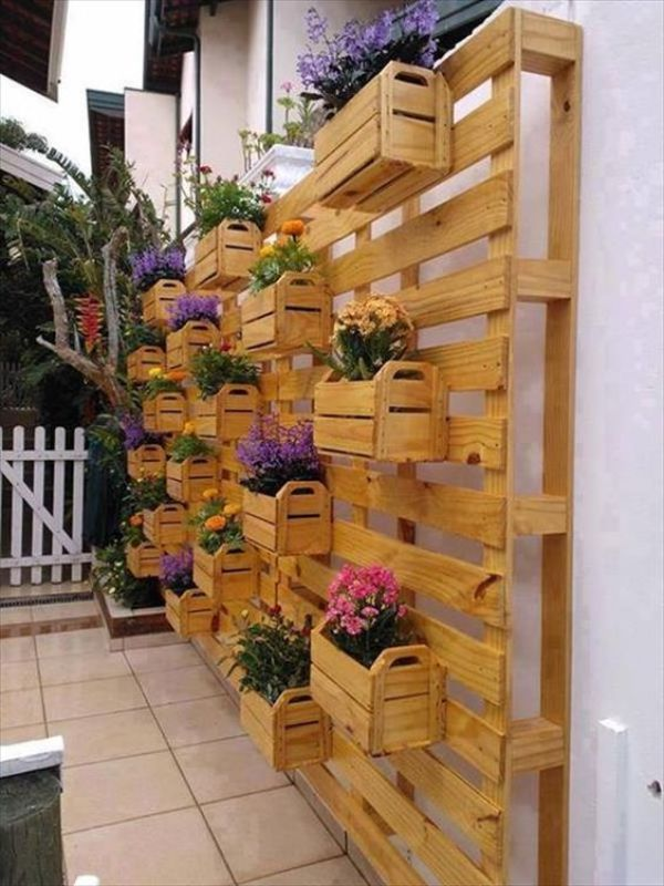 vertical planters out of pallets