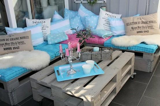 DIY Outdoor pallet furniture for garden