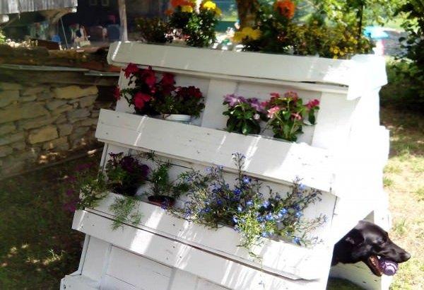 DIY White Pallet Planters