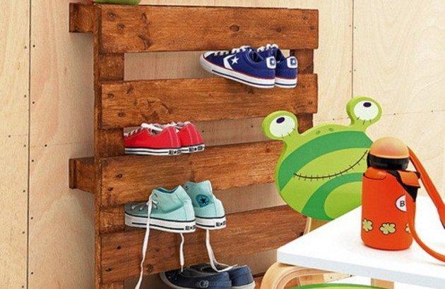 DIY Pallet Shelf Design
