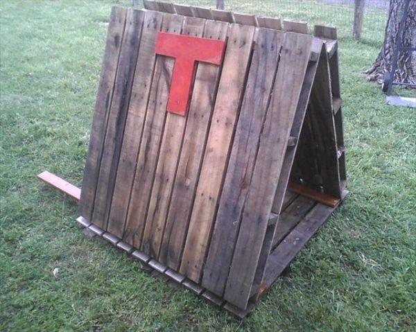 DIY Building pallet dog house