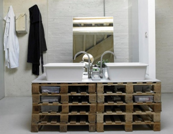 DIY Pallet Project Bathroom
