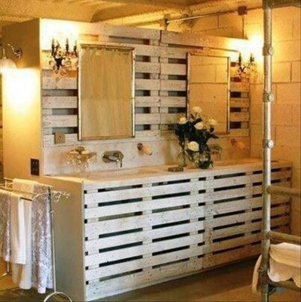 DIY Pallet Bathroom