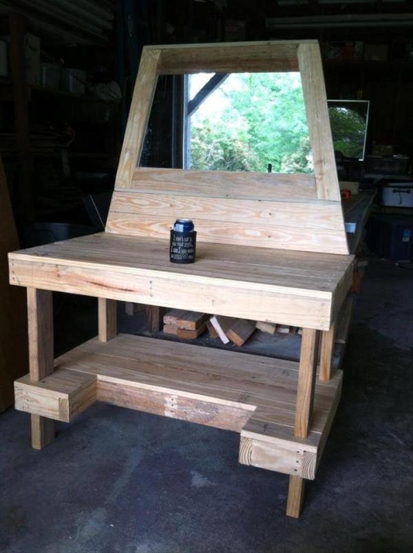 Homemade multi-purpose pallet table