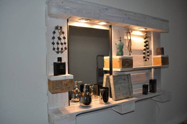 DIY White Pallet Mirror