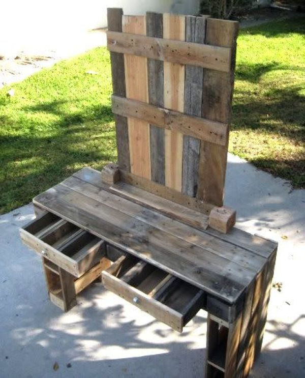 DIY rustic pallet table with drawers