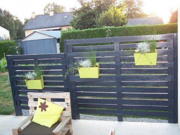 DIY Pallet Modern Fence