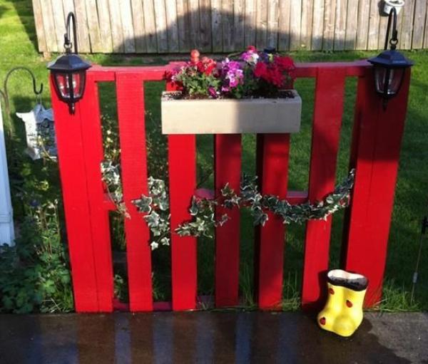 DIY Red Pallet Fence