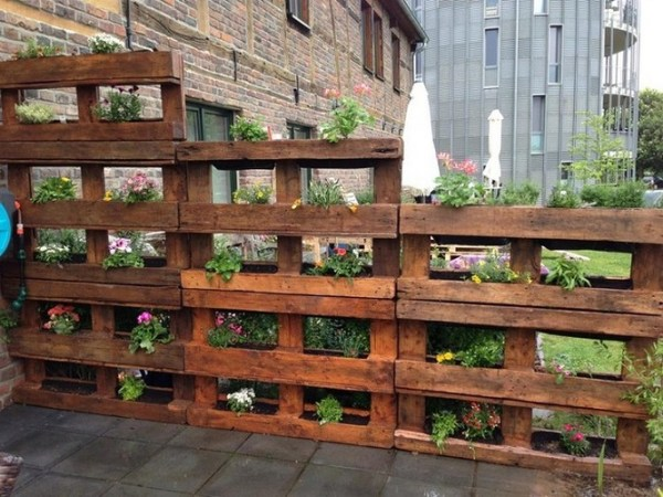 EASY PALLET FENCING IDEAS