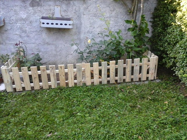Zero Dollar Wood Pallet Fences EASY DIY And CRAFTS
