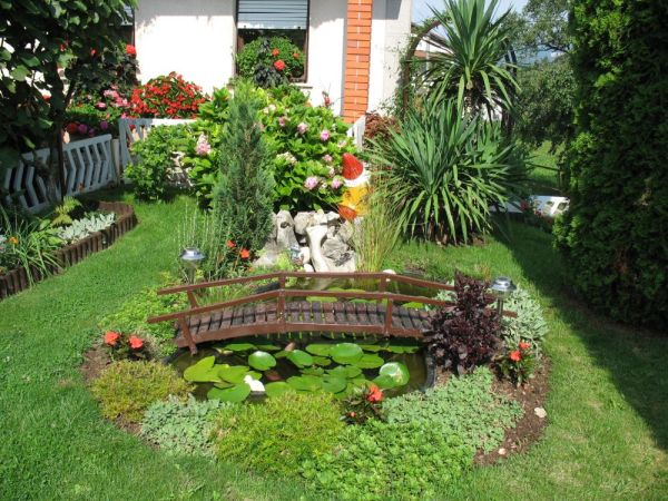 decor your backyard with gardens