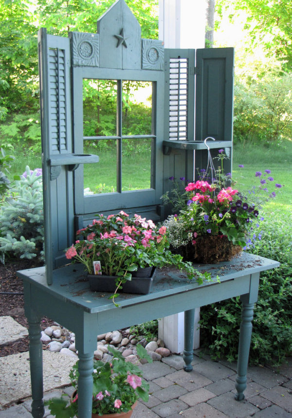 mini potting bench