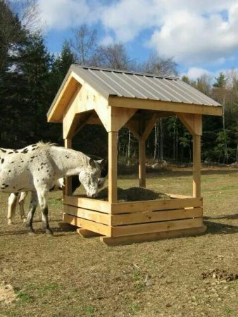 homemade pallet horse feeder