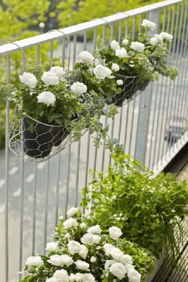 how to decor balcony garden