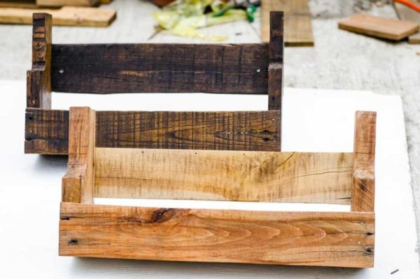 DIY Pallet Wood Book Shelf Rack