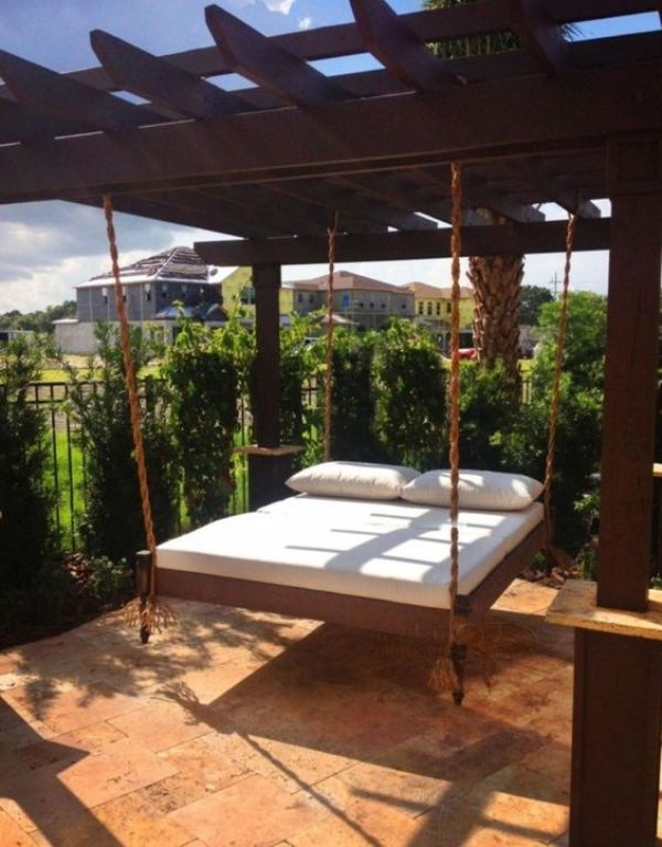 DIY DAYBED PALLET PROJECT