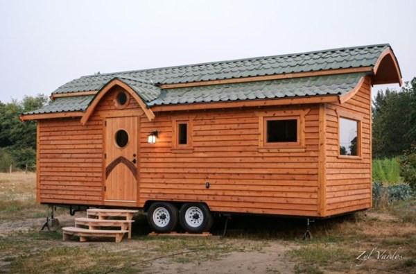 BUILDING A TINY HOSUE
