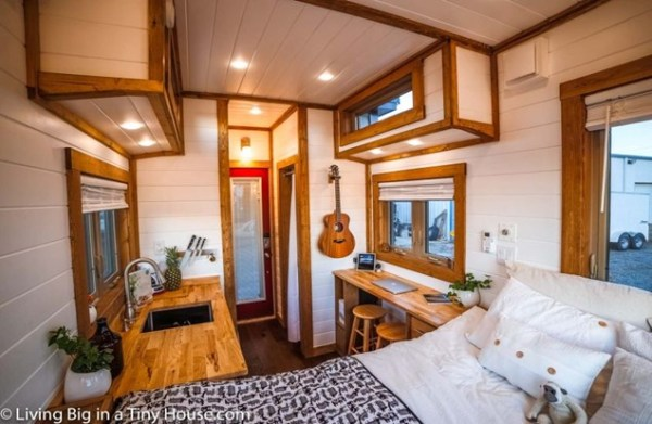 WOOD TINY HOUSE