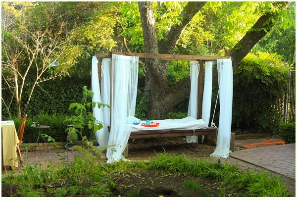 Outdoor-swing-bed-romantic
