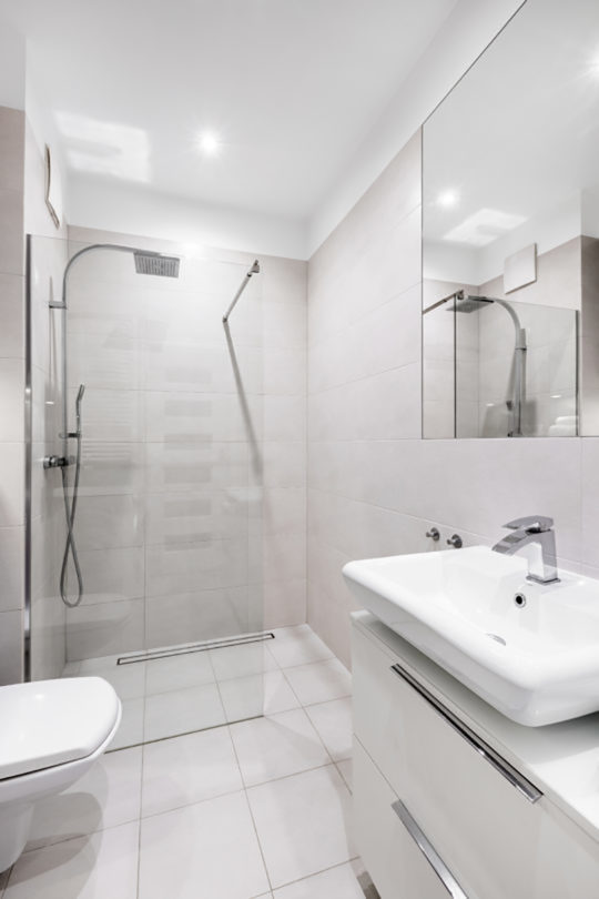 Tips To Make A Small Bathroom Look Bigger Easy Drain