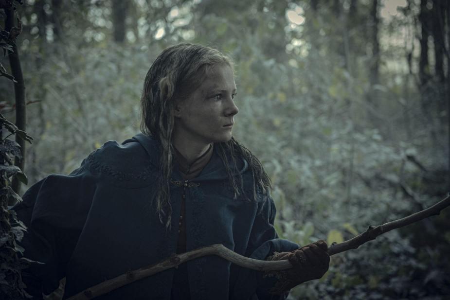 Freya Allan als Ciri