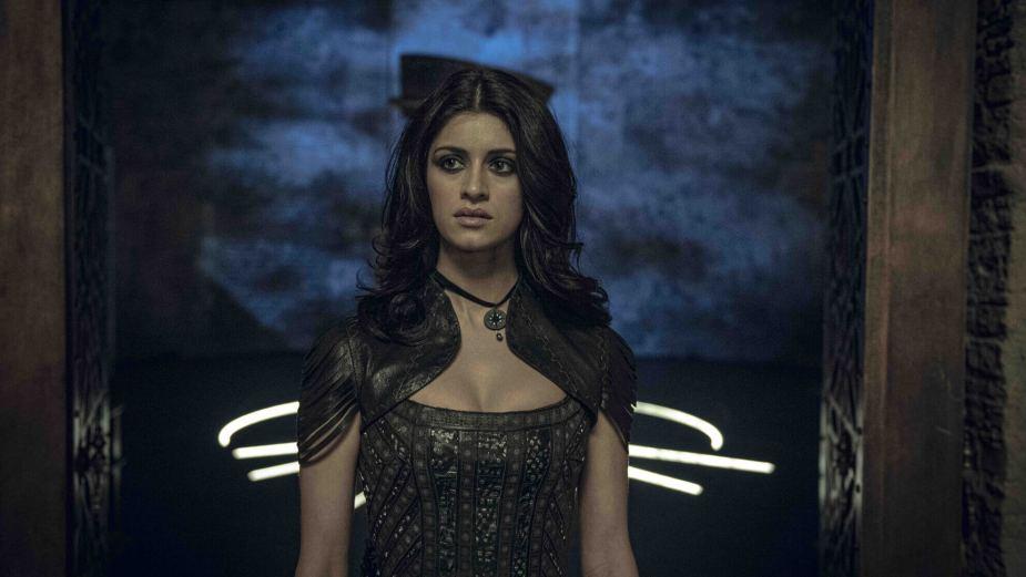 Yennefer von Anya Chalotra gespielt