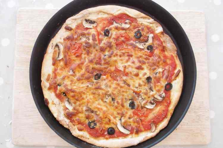 Easy Peasy Homemade Pizzas