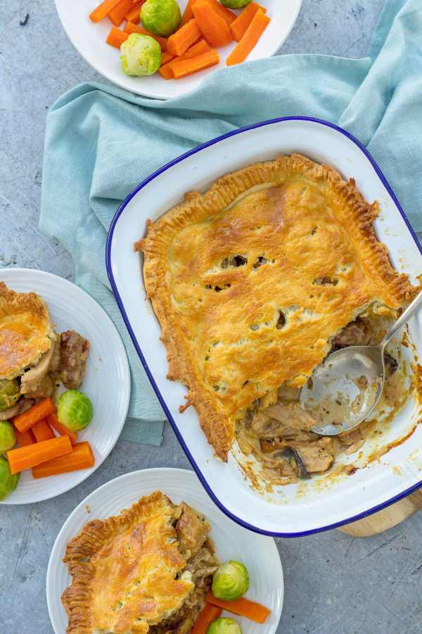 Easy pie with leftover turkey and leftover vegetables