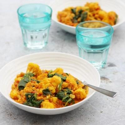Spinach, Cauliflower, Quinoa and Chickpea Curry (Vegan)