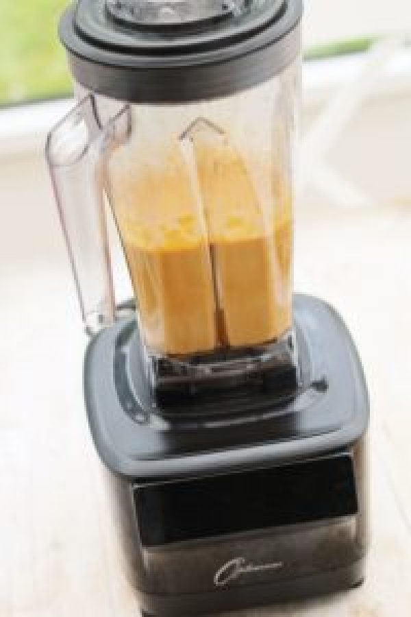 Creamy Tomato and Roasted Red Pepper Soup made in my Froothie Optimum G2.3 Power Blender