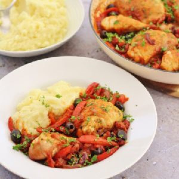 Looking for a totally delicious way to shake up your midweek meal routine? Then you have to try my Easy Chicken Cacciatore! It's an easy peasy version of this comfort food classic, that can be made in under an hour without even switching on your oven. Serve with wodges of creamy mashed potato for the culinary equivalent of a great big hug. #chicken #cacciatore #chickencacciatore #chickenstew #stew #casserole #onepot #easydinners #easyentertaining #comfortfood #winterwarmers