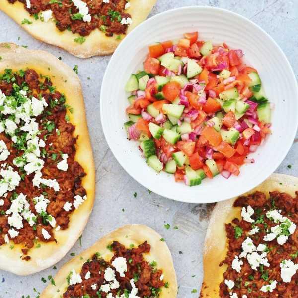 Turkish Lamb Pizzas Lahmacun