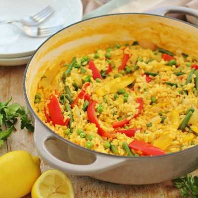 Easy One Pot Vegetable Paella (Vegan)