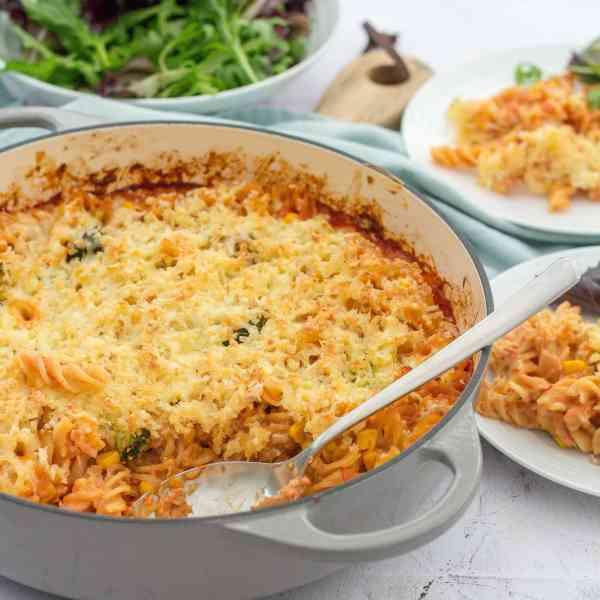 Easy One Pot Tuna Pasta Bake with Broccoli and Sweetcorn