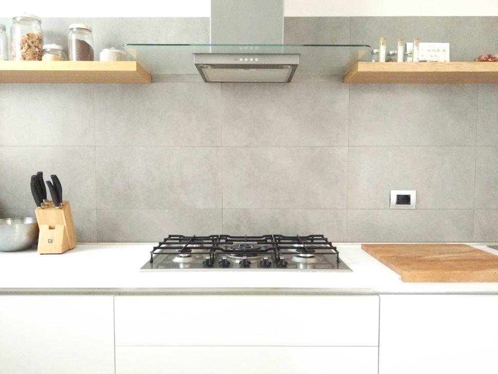PIN LOVE 4 Mensole di legno per una cucina senza pensili