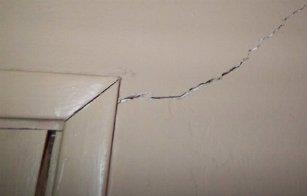 Come risanare crepe nei muri e nell 39 intonaco for Resina per crepe nei muri