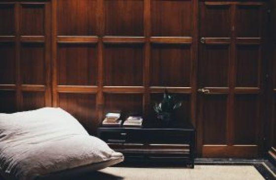 Devi sverniciare e riverniciare una porta di legno easy service ti spiega come fare - Verniciare una porta in legno ...