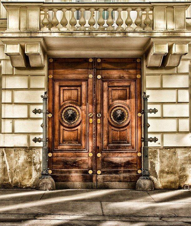 Come Ripristinare Una Porta In Legno.Devi Sverniciare E Riverniciare Una Porta Di Legno Guida Alla