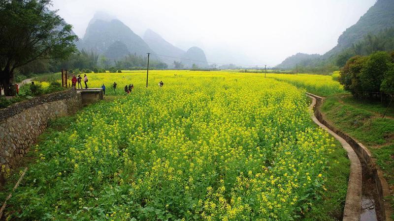 Yangshuo countryside hiking